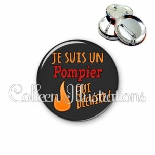Badge 56mm Pompier qui déchire (160GRI02)