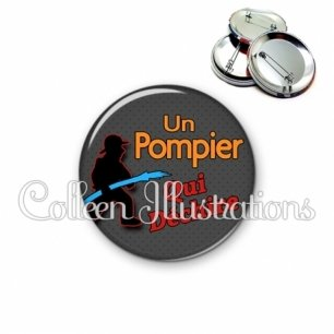 Badge 56mm Pompier qui déchire (160GRI03)