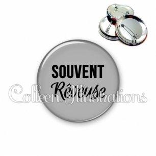 Badge 56mm Souvent rêveuse (181GRI03)