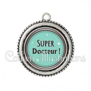 Pendentif résine Super docteur (012VER01)