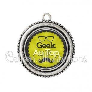 Pendentif résine Geek au top (024VER01)