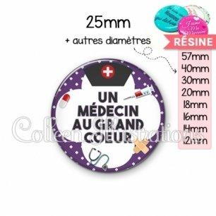 Cabochon en résine epoxy Médecin au grand cœur (002VIO01)