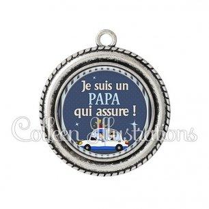 Pendentif résine Papa qui assure (031BLE01)