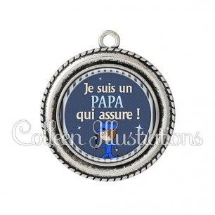 Pendentif résine Papa qui assure (031BLE05)