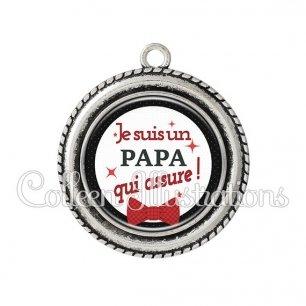 Pendentif résine Papa qui assure (036NOI01)