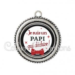 Pendentif résine Papi qui déchire (036NOI01)