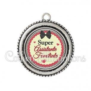 Pendentif résine Super assistante familiale (041MAR01)