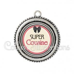 Pendentif résine Super cousine (042MAR01)