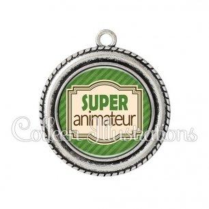 Pendentif résine Super animateur (004VER01)
