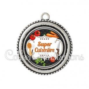 Pendentif résine Super cuisinière (045NOI05)