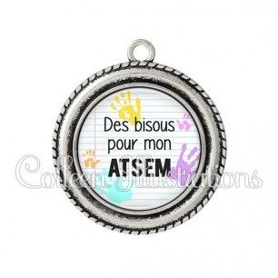 Pendentif résine Des bisous pour mon ATSEM (052BLA01)