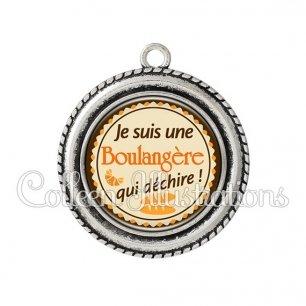 Pendentif résine Boulangère qui déchire (064MAR01)