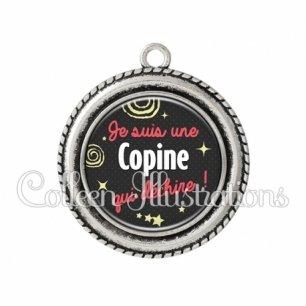 Pendentif résine Copine qui déchire (125NOI01)